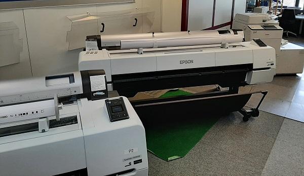 Drucker und Scanner im Druckzentrum