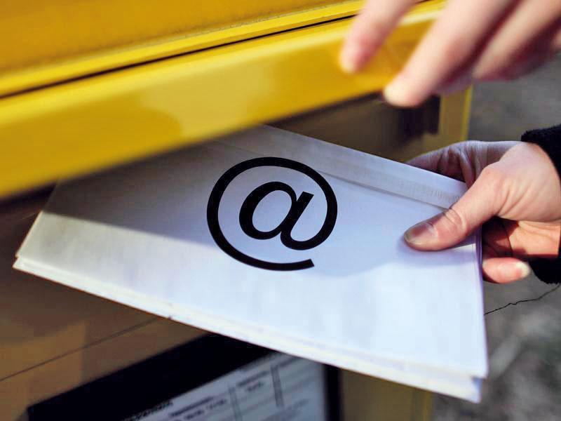 Imagebild eines Briefkastens mit Briefeinwurf